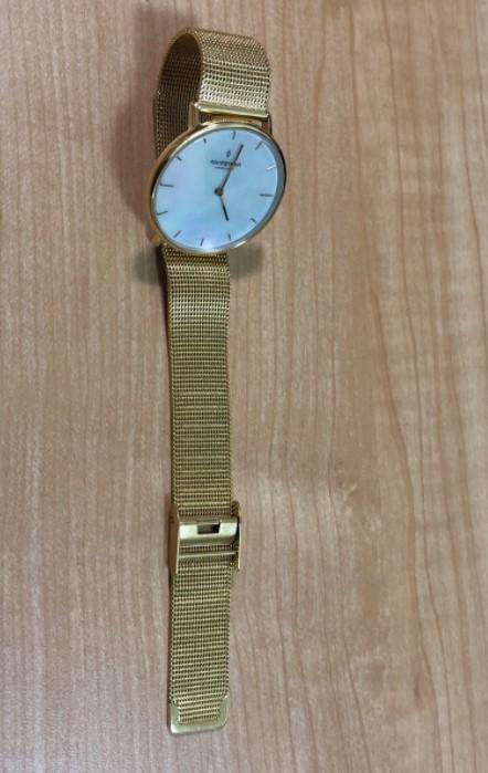 メッシュベルトの腕時計
